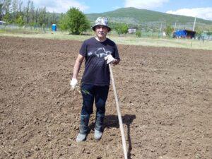 Как окопы и котлованы превратились в образцовый огород